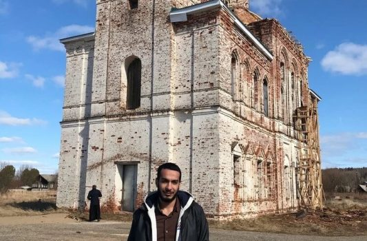 An Egyptian is restoring a Christian church in the Komi Republic.